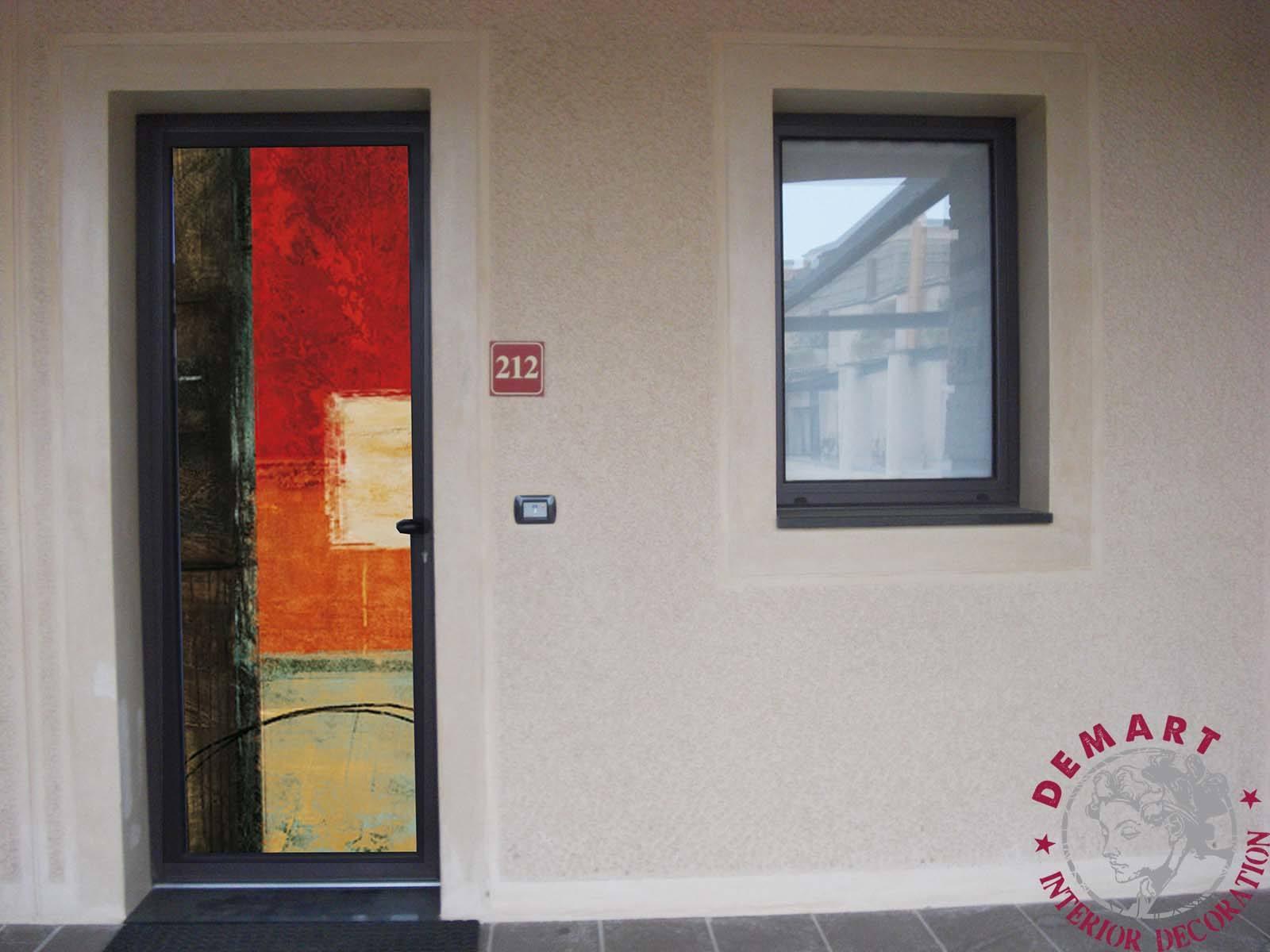 decorazione-pellicola-porta-vetro-esterno-hotel